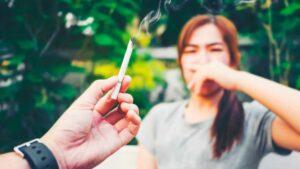 Como-o-fumo-passivo-prejudica-os-olhos-das-criancas