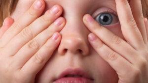 Como-os-hormonios-de-crescimento-podem-afetar-os-olhos-infantis